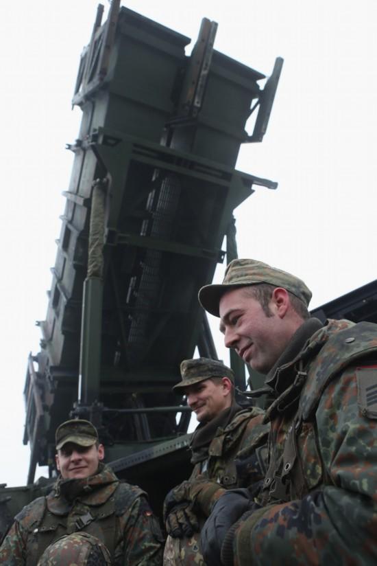 2012年12月18日,在德国warbelow地区,德国国防军正在部署爱国ii(pac-2