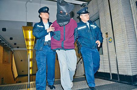 香港男子在地铁形迹可疑,猥亵女教师被当场逮捕。 香港《星岛日报》