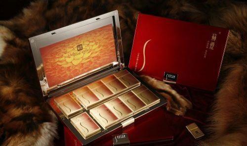 4、苏烟-铂晶。江苏中烟工业公司 1900元/条
