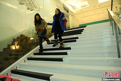 """重庆""""钢琴阶梯""""用脚弹出趣味音符"""