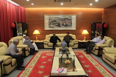 拉高度评价中国经济社会发展取得的巨大成就,对中尼两国政治、经贸、人文等各领域务实合作成果感到满意,表示尼方愿与中方共同努力,推动两国两党友好合作关系不断迈上新台阶。