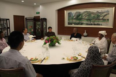 尼日尔总理做客中国大使馆
