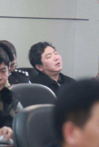 """图为:""""会睡哥"""",祁东县司法局副局长赵勇平曾于去年一睡成名后被免职(半年后复职)"""