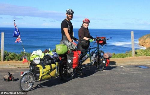 33岁的史蒂夫和31岁的凯特与他们的双人自行车。