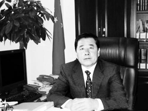 中铁集装箱运输有限责任公司董事长罗金宝涉嫌受贿一案,今日在哈尔滨市中级人民法院开庭审理。这也意味着,铁道部系列贪腐案的审理拉开帷幕。