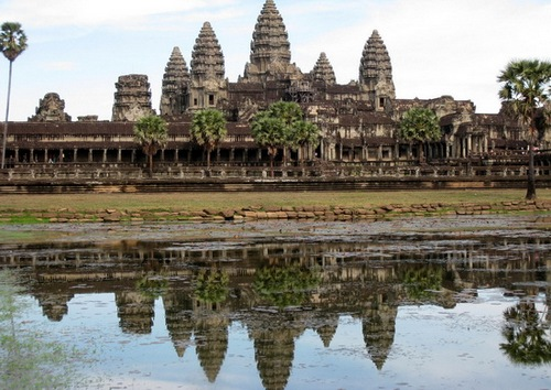 在柬埔寨的古国遗迹中漫步