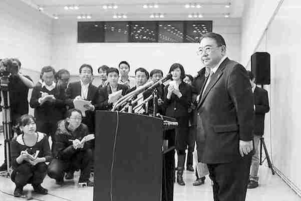 25日,木寺昌人右抵达北京后在日本大使馆举行记者见面会。路透社