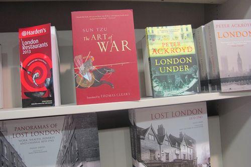 伦敦书店英文版《孙子兵法》放在醒目位置 韩胜宝摄