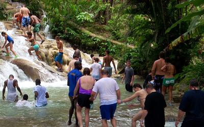 1. 牙买加,奥乔里奥斯邓恩河瀑布