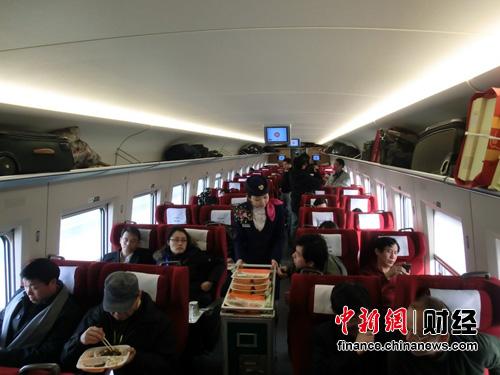 京广高铁列车车厢。中新网 王槊 摄