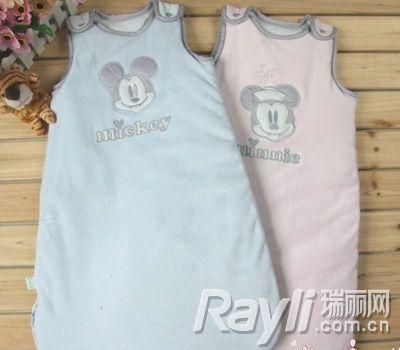 背心式睡袋   背心式睡袋可以将宝宝的手臂露在外面,适合于睡觉