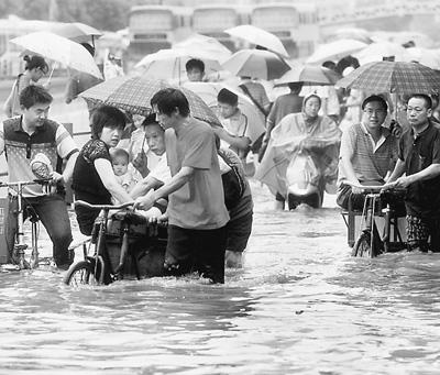 """""""极端天气气候事件""""这个有些拗口的气象术语,正日益频繁地出现在人们的面前。"""