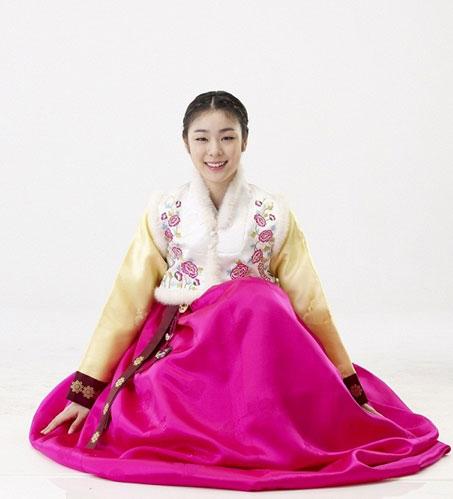 组图:金妍儿韩服写真秀甜美 花滑女皇气质高贵