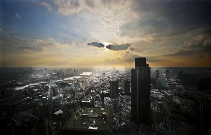 英国年度风光摄影师大赛(British Landscape Photographer of the Year competition)作品之前地理时间发过两辑,下面是从新出版的《年度风光摄影师:第六集》精选的作品,这些令人赞叹的照片展现了英国丰富多样的壮观风景,从盐沼、白垩纪悬崖和古老林地,到历史村落、国家公园和城市风光,囊括了业余和专业的风光摄影师,被评为第六届年度风光摄影师大赛最佳作品。这些照片已编入新书《年度风光摄影师:第六集》,将带你领略不列颠群岛的一次神奇之旅。(来源:摄影之友)