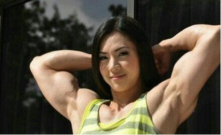肌肉大萝莉_组图:萝莉脸肌肉女现身非常了得与郭德纲同台-搜狐滚动