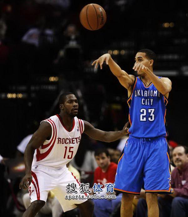 nba火箭最新新闻_图文:[NBA]火箭不敌雷霆马丁传球-搜狐体育