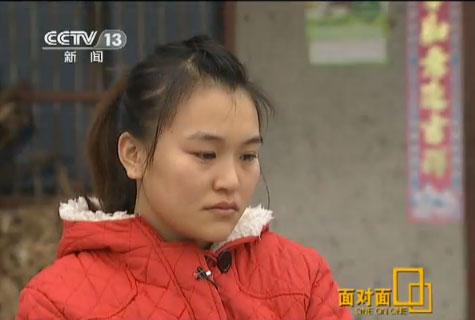 """年仅20岁的颜艳洪家境贫寒,曾是一个喜欢孩子的""""大孩子"""""""