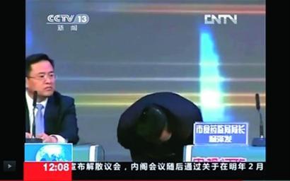 武汉市食药监局局长杨泽发为食品安全问题鞠躬道歉
