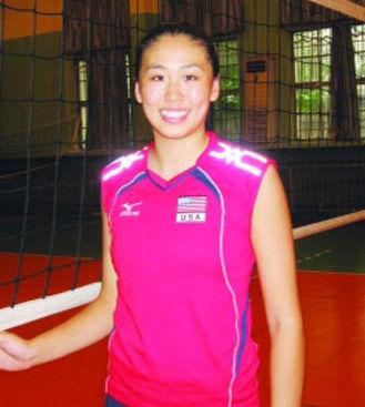 打排球,去年他她曾作为斯坦福大学女排的主攻手随队来中国参高清图片