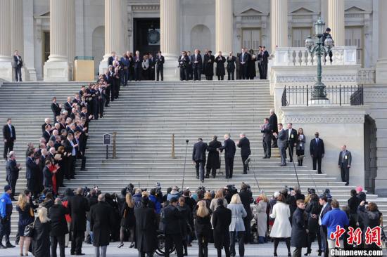 美国新一届国会宣誓就职 面临债务争端等老问题