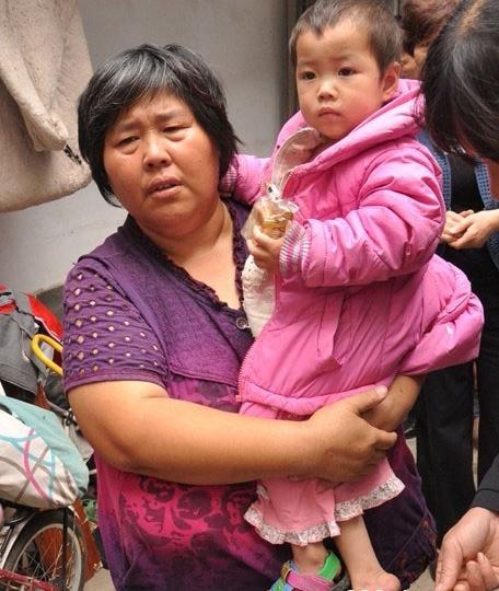 """核心提示:1月4日早上8时许,兰考县""""爱心妈妈"""" 袁厉害创办的孤儿和弃婴收养所发生火灾,共造成7死1伤。"""