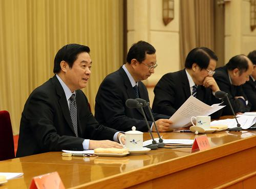 1月4日,全国宣传部长会议在北京召开。中共中央政治局委员、中央书记处书记、中宣部部长刘奇葆(左一)主持会议并讲话。新华社记者 刘卫兵 摄