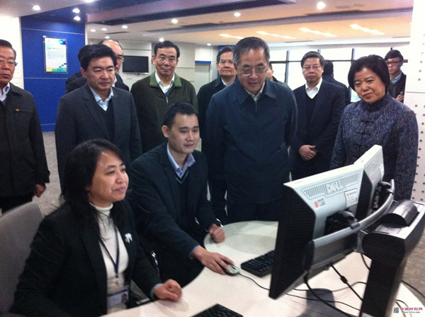 12月25日,刘可为(右三)陪同胡春华视察深圳.