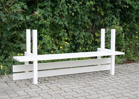 艺术家巧用创意 公园长椅变身艺术品