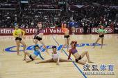 组图:电力美女领舞中场秀 百人齐跳江南style