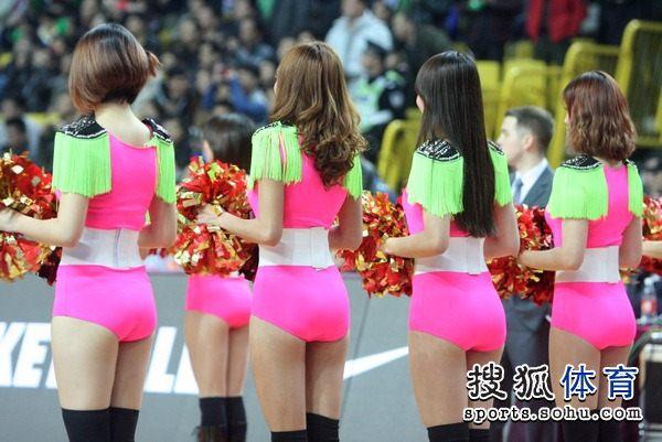 组图:佛山篮球宝贝火辣热舞
