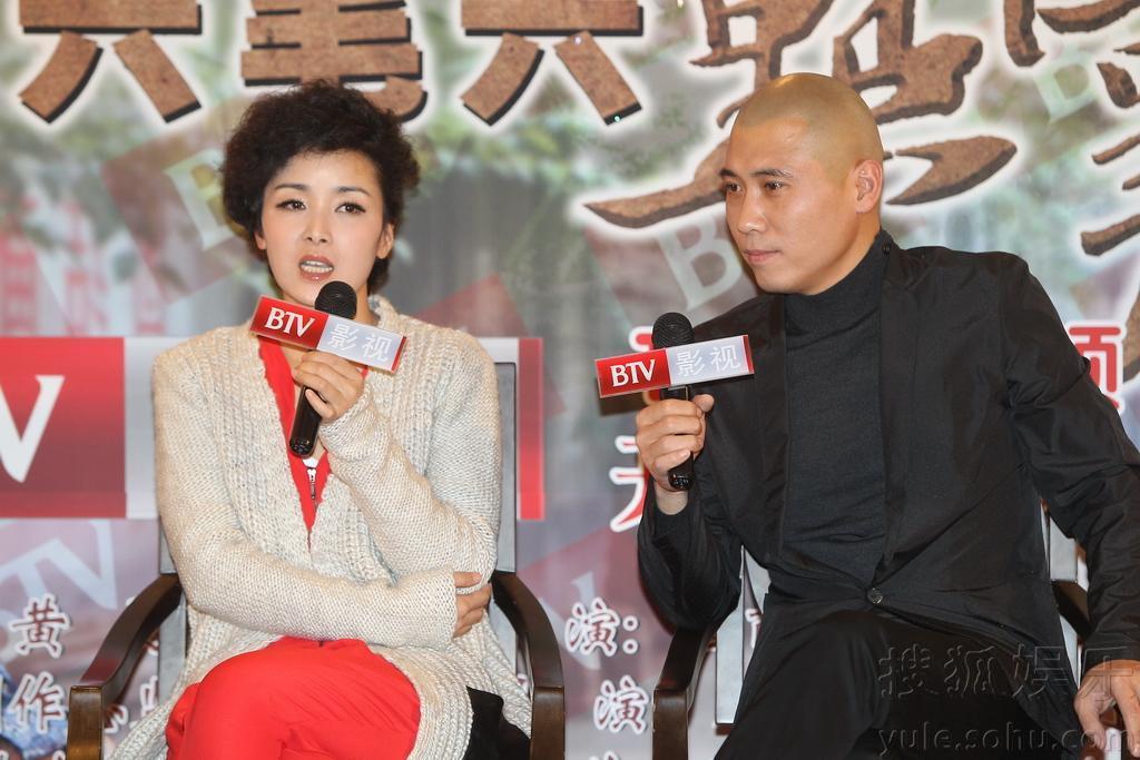 """由于在该片中,巩汉林与老婆金珠演死对头,现场他还""""抱怨""""起来,""""不光在图片"""