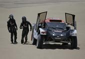 图文:达喀尔赛第二赛段 赛车出现问题