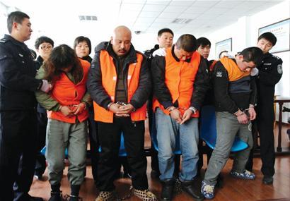 刘某2002年自东北来到平度,纠集一些东北籍,莱阳籍的社会闲杂人员