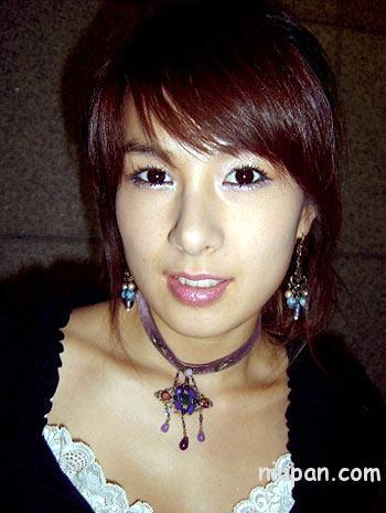 宋慧乔 蔡妍/蔡妍,她的脸上也有痦子,这么一看就有三四个。因为打了粉底的...