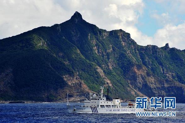 资料图片:这是2012年9月14日,中国海监15船抵达钓鱼岛海域,对钓鱼岛及其附属岛屿附近海域进行维权巡航执法。 新华社记者 张建松 摄