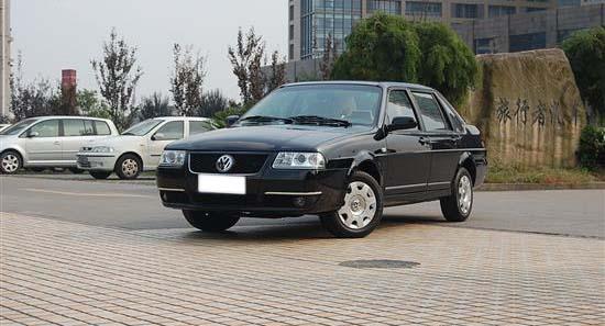 志俊沿用了桑塔纳3000的AJR发动机,2010款增加了1.6L排量车型,图片
