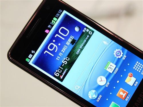 三星/三星W2013奢华再升级,此款手机采用了3.7英寸分辨率为800...