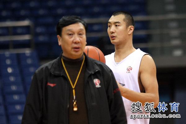 主教练张世璋与薛玉洋
