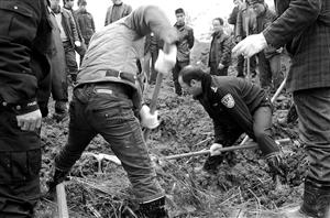 挖掘搜救被埋人员