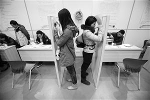 亚洲华人情色户_女孩辞职理由花样百出:老板暴发户 主任色眯眯