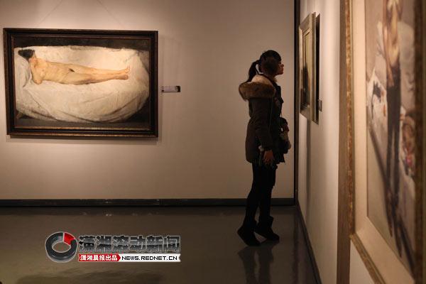 波波人体阴展艺术_湖南首届油画人体艺术展开展 市民免费观看[图]