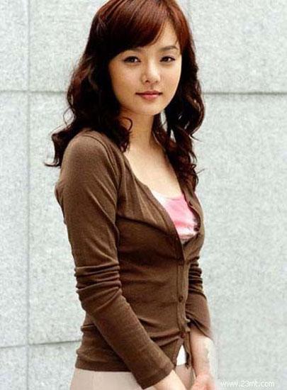 爱上女主播蔡琳�yg�_《爱上女主播》中,蔡琳虽然演的是无比善良正直的善美,但生活中的