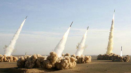 资料图:伊朗军演中导弹齐发。