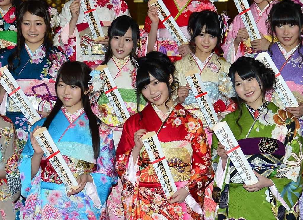 东京成人小说_日本akb组合17名成员14日东京举行成人仪式(组图)