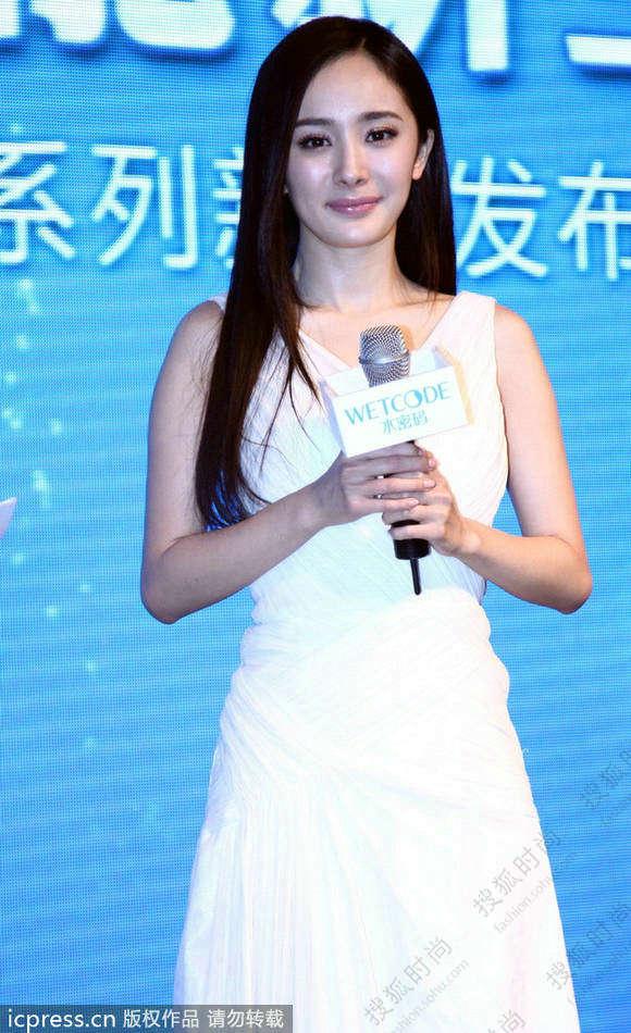 杨幂白色长裙女神 谈刘恺威显尴尬