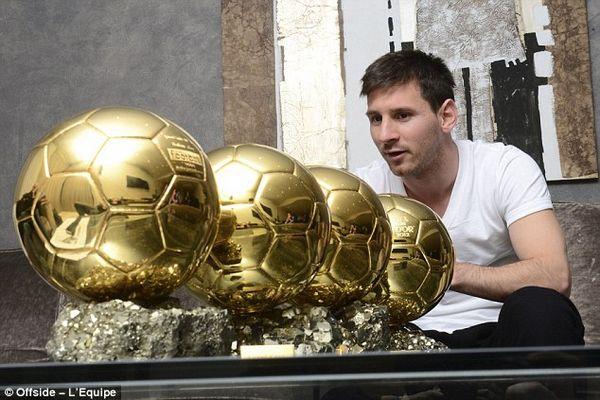 梅西晒金球引注目 英媒:这才是金蛋!小贝靠边站