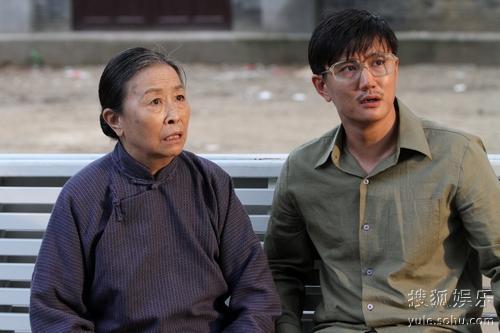 剧中,实力演员叶静饰演的瘸二爷成为点睛之笔,他与张少华,巩汉林等几图片