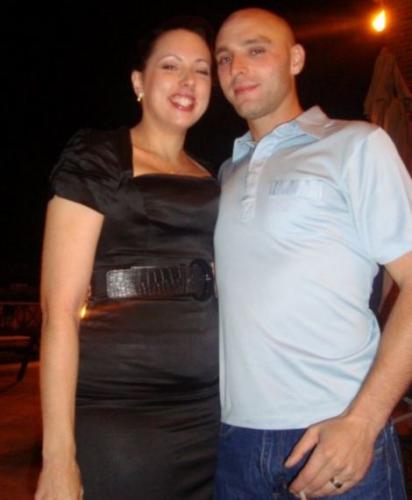 拜基尼与妻子的合影。