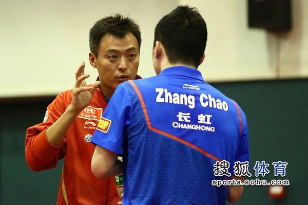图文:直通赛张继科3-0崔庆磊 后者穿张超衣服