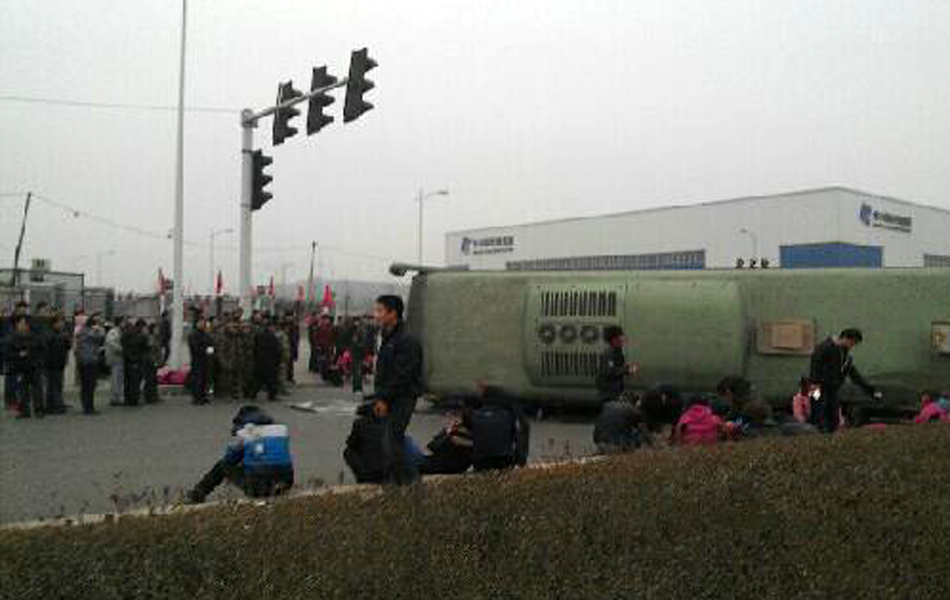 河南郑州富士康班车车祸已致7人死亡